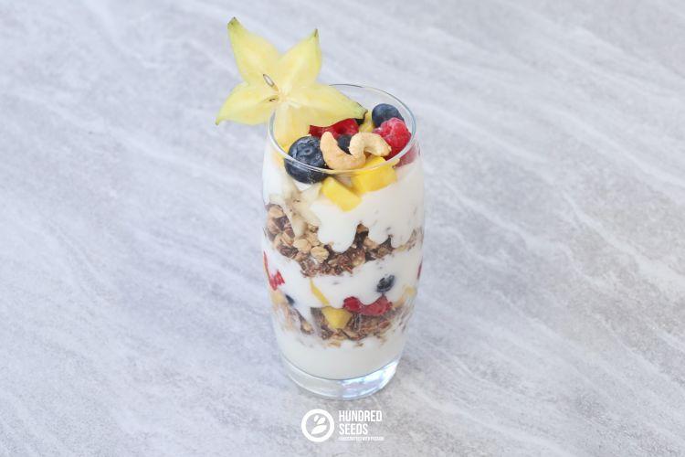breakfast-parfait-with-berries